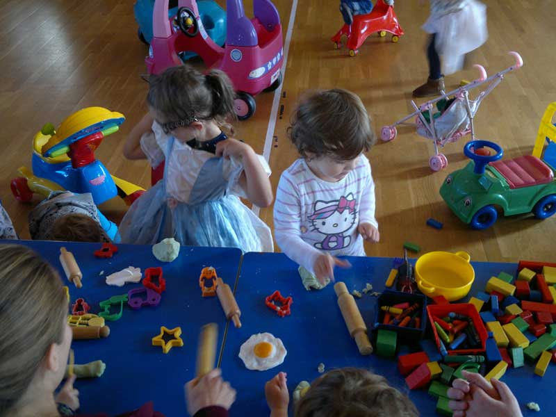 Picture of two children at Jolly Tots toddler group